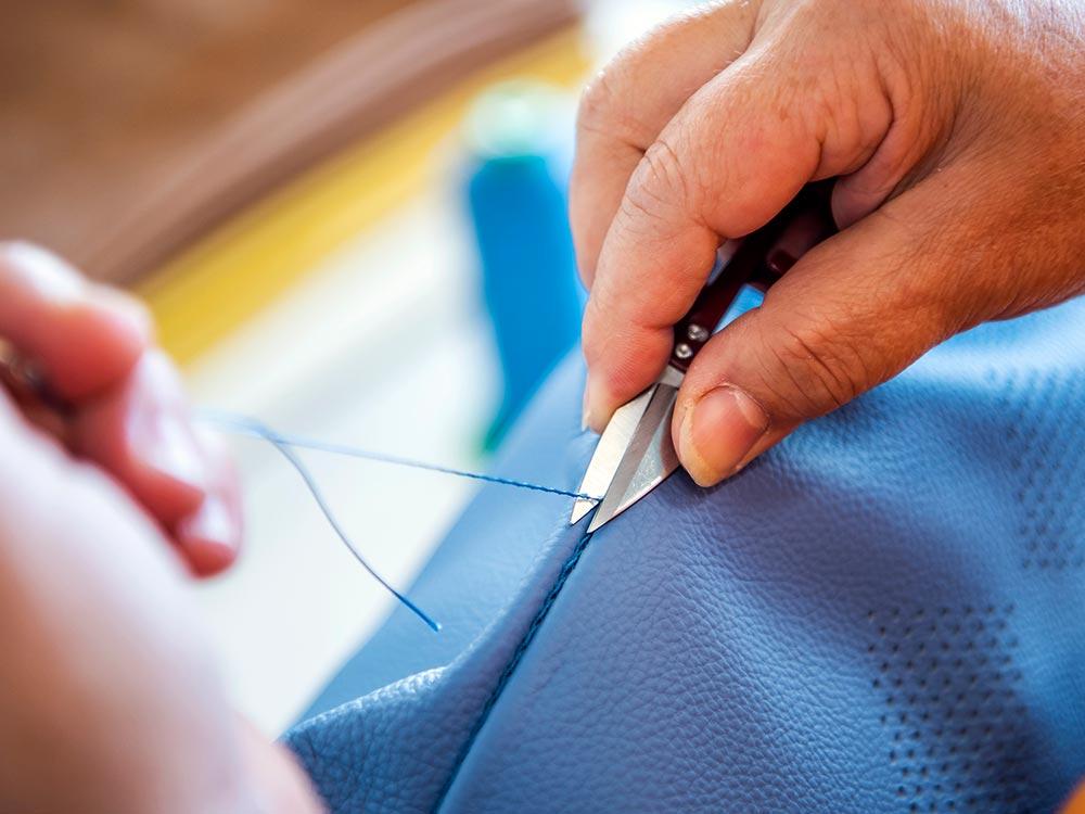 Fefè realizza cuscini su misura 100% made in Italy a Tolentino, fodere con materiali di alta qualità come la pelle