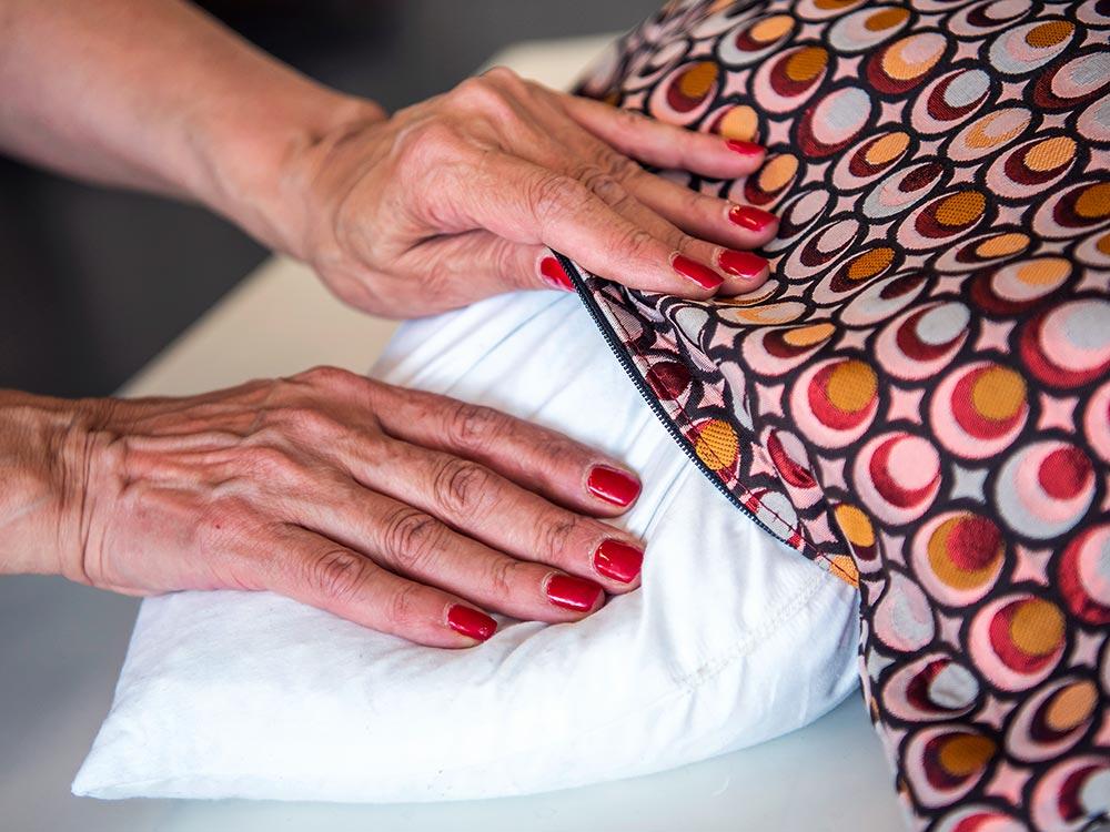 Fefè realizza cuscini su misura 100% made in Italy a Tolentino, fodere con materiali di alta qualità in tessuto